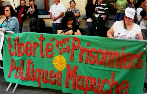 Chileans Protest Detainment of Mapuche Prisoners (photo courtesy of revolutionaryfrontlines.wordpress.com)