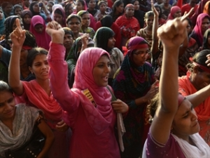 Bangladeshi garment workers calling for a minimum wage increase clashed with police outside Dhaka. Source: AAP